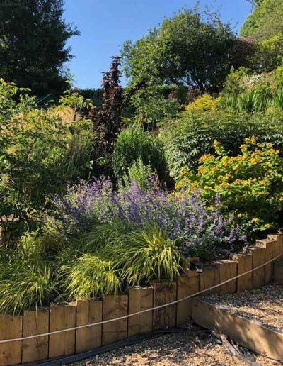 laurel-hill-garden-steps-border