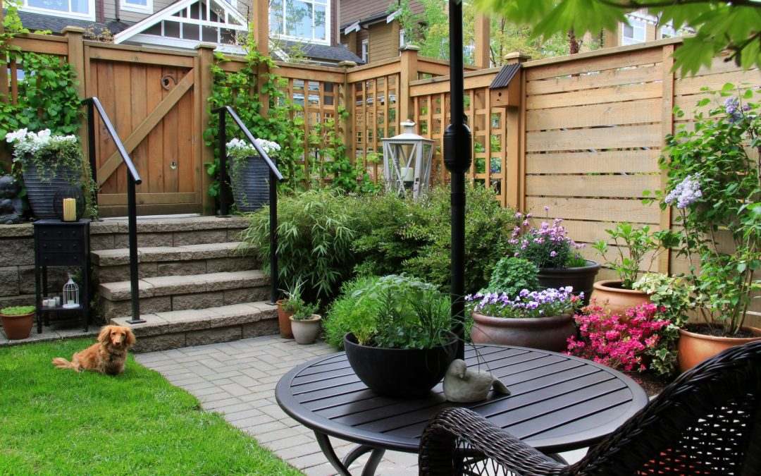 How To Make Small Outdoor Spaces Into Something That Looks Beautiful
